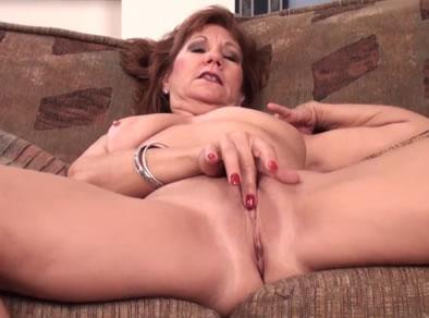 Mujeres solteras mayores-43156